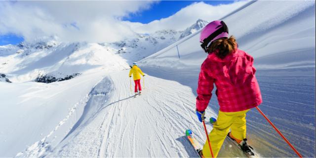 Nästan tusen kronor dyrare – så stor prisskillnad är det på liftkort mellan olika skidorter i Sverige. Istock
