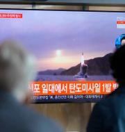 Sydkoreansk tv visar Nordkoreas senaste robottest. Lee Jin-man / TT NYHETSBYRÅN