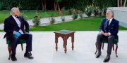 Zalmay Khalilzad och Abdullah Abdullah, som är president tillsammans med Ashraf Ghani, träffades i onsdags. TT NYHETSBYRÅN