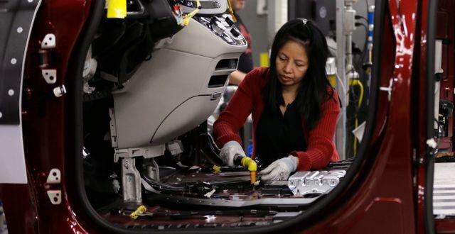 Illustrationsbild: Arbetare på Chryslerfabrik. Carlos Osorio / TT NYHETSBYRÅN