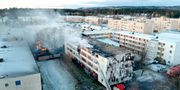 En kraftig brand rasar sedan i tisdags kväll i ett flerfamiljhus i Skövde. ADAM IHSE/TT / TT NYHETSBYRÅN