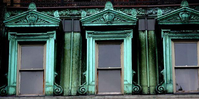 Många fönster i Midtown har den signaturgröna nyansen. Thomas Hawk/Wikicommons