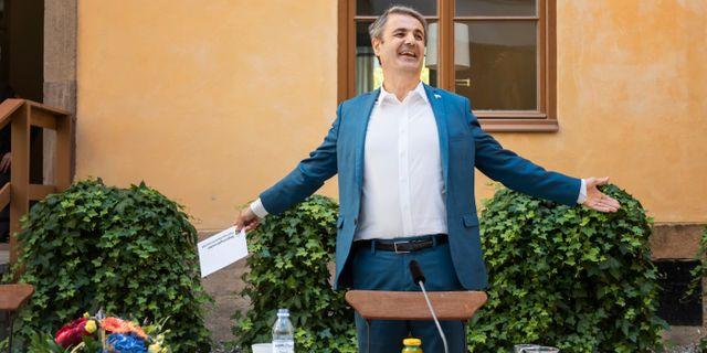Ibrahim Baylan under dagens pressfika med regeringen. Stina Stjernkvist/TT / TT NYHETSBYRÅN