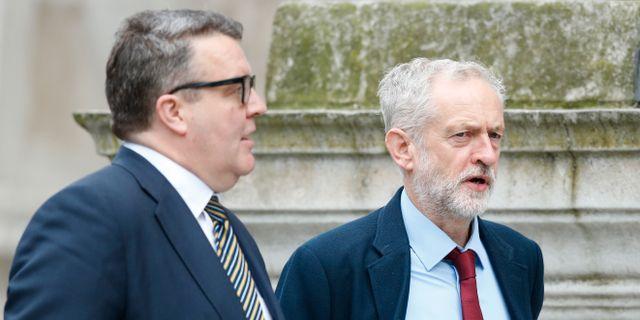 Tom Watson och Jeremy Corbyn. Alastair Grant / TT NYHETSBYRÅN