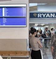 Ryanair lägger ner hälften av sina flyglinjer från Skavsta. TT Nyhetsbyrån