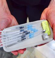 Bild från vaccinering i Stadshuset i Stockholm/Sveriges socialminister Lena Hallengren (S). TT