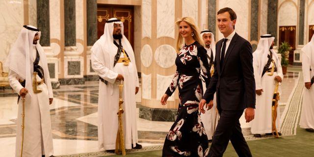 Jared Kushner, tillsammans med sin fru Ivanka Trump under en resa i Saudiarabien. Evan Vucci / TT / NTB Scanpix