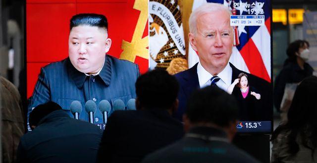 Kim och Biden i Nordkoreansk tv. Ahn Young-joon / TT NYHETSBYRÅN