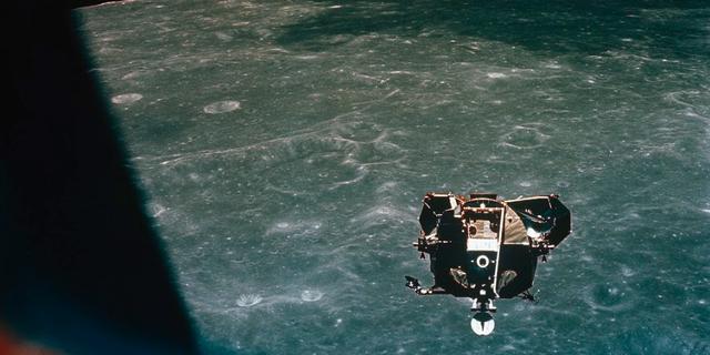 Den 27 januari 1967 började kommandomodulen på Apollo 1 brinna. Ingen av astronauterna klarade sig. Bilden föreställer inte Apollo 1.  National Geographic