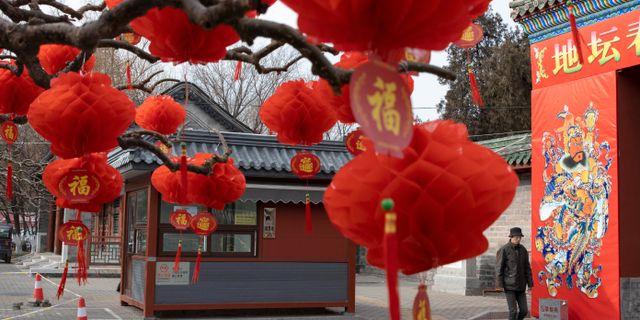 Dekorationer inför kinesiska nyåret. Ng Han Guan / TT NYHETSBYRÅN