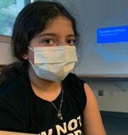 Maya Huber var ett av barnen som deltog i Pfizers försök. Här får hon en spruta, men vet inte om det är covidvaccin eller placebo. TT NYHETSBYRÅN