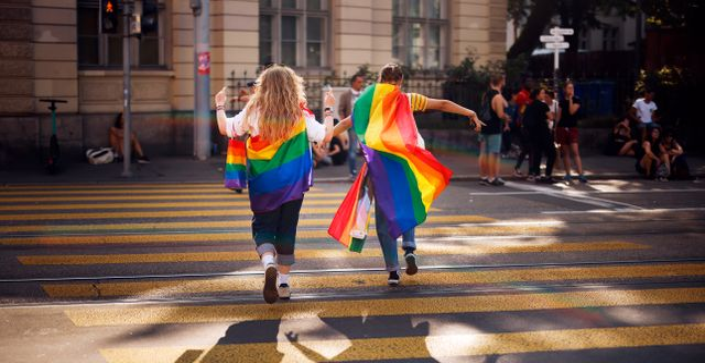 Deltagare i Prideparaden i Zurich tidigare i september i år. Michael Buholzer / TT NYHETSBYRÅN
