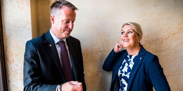 Digitaliseringsminister Anders Ygeman (S) och socialminister Lena Hallengren (S).  Magnus Hjalmarson Neideman/SvD/TT / TT NYHETSBYRÅN