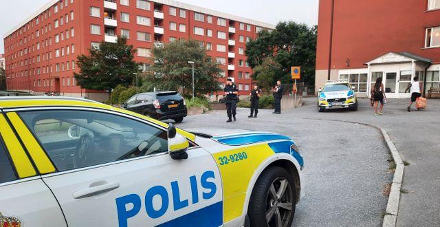Poliser på plats i Flemingsberg. Johan Jeppsson/TT / TT NYHETSBYRÅN