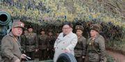 Kim Jong-Un inspekterar en militärbas.  TT NYHETSBYRÅN