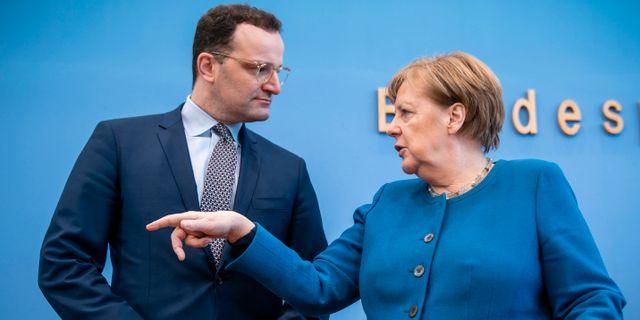 Jens Spahn och förbundskansler Angela Merkel Michael Kappeler / TT NYHETSBYRÅN