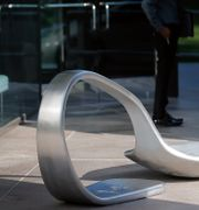 Skulptur i protest mot Johnson & Johnson utanför bolagets huvudkontor.  Seth Wenig / TT NYHETSBYRÅN