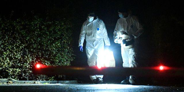 Polisens tekniker i arbete under natten till fredagen efter att flera personer har hittats skottskadade i centrala Trelleborg Johan Nilsson/TT / TT NYHETSBYRÅN
