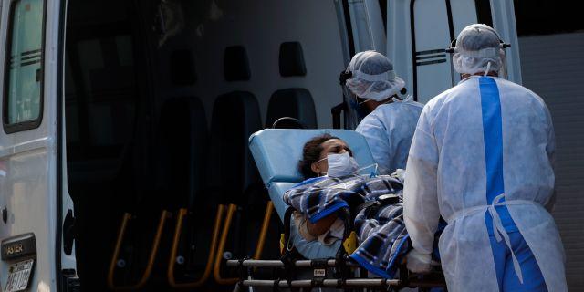 Sjukvårdspersonal i Brasilien. Eraldo Peres / TT NYHETSBYRÅN