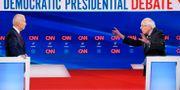 Joe Biden och Bernie Sanders.  KEVIN LAMARQUE / TT NYHETSBYRÅN