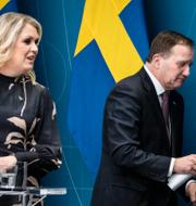 Lena Hallengren och Stefan Löfven, arkivbild/Människor umgås utomhus i Stockholm. TT