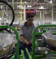 Arbetare i GM-fabrik i Mexiko. Arkivbild. TT