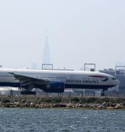 Ett British Airways-plan landar i New York. TREVOR COLLENS / AFP