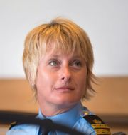 Polis Birgitta Dellenhed och genrebild.  Björn Larsson Rosvall/TT och Gustav Sjöholm/TT