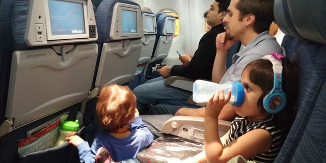 Det kan vara lite bökigt att flyga med ungarna, men om du förbereder dig rätt ökar chansen för en smärtfri flygresa. Flickr