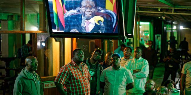 Zimbabwe saknar pengar till val