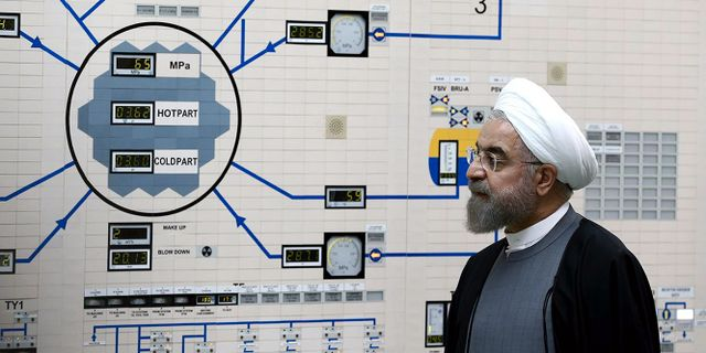 En bild från 2015 som Iran har släppt där president Hassan Rouhani besöker en kärnkraftsanläggning.  Mohammad Berno / TT NYHETSBYRÅN