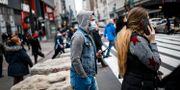 Fotgängare i New York på torsdagen John Minchillo / TT NYHETSBYRÅN