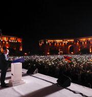 Tusentals personer samlades för att lyssna på  Nikol Pasjinian.  Tigran Mehrabyan / TT NYHETSBYRÅN