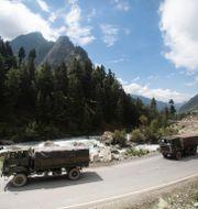 Indisk militärkonvoj i Ladakh förra året.  Mukhtar Khan / TT NYHETSBYRÅN
