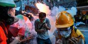 Demonstranter beskjuts med tårgas i Hongkong.  Elson Li / TT NYHETSBYRÅN/ NTB Scanpix