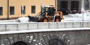 Snöröjning vid Munkbron, Gamla stan i Stockholm, 3 februari. Marko Säävälä/TT / TT NYHETSBYRÅN