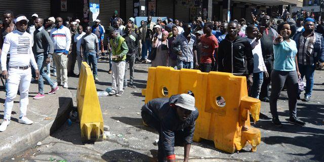 Demonstranter i Johannesburg. TT NYHETSBYRÅN