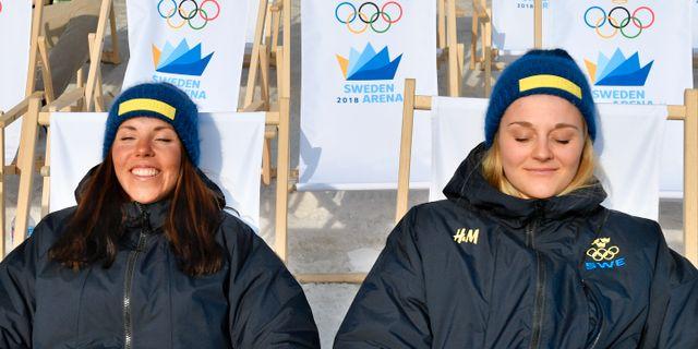 Charlotte Kalla och Stina Nilsson på en pressträff idag. Anders Wiklund/TT / TT NYHETSBYRÅN