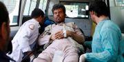 En skadad man efter explosionen. Mohammad Ismail / TT NYHETSBYRÅN