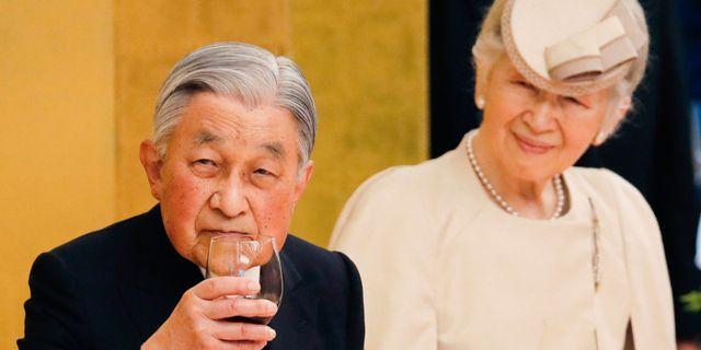 Akihito med hustrun Michiko. KIM KYUNG-HOON / POOL