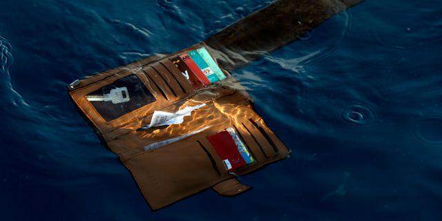 En plånbok från ett av offren.  Achmad Ibrahim / TT NYHETSBYRÅN/ NTB Scanpix