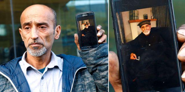 Omar Nabi håller upp en bild på sin far, Daoud Nabi. TT