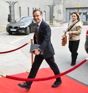 M-ledaren Ulf Kristersson på väg in i studion.  Henrik Montgomery/TT / TT NYHETSBYRÅN