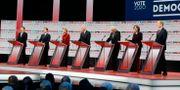 Alla kandidaterna som var med i demokraternas debatt.  Chris Carlson / TT NYHETSBYRÅN