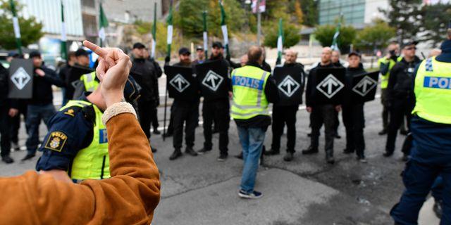 Polis på plats vid en otillåten nazistmarsch i centrala Göteborg den 17 september. Björn Larsson Rosvall/TT / TT NYHETSBYRÅN