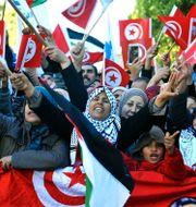 Demonstranter i Tunis under söndagen.  Hassene Dridi / TT NYHETSBYRÅN