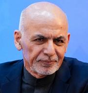 Afghanistans president Ashraf Ghani/Talibanernas grundare Mullah Abdul Ghani Baradar under en fredskonferens i Moskva i mars. TT