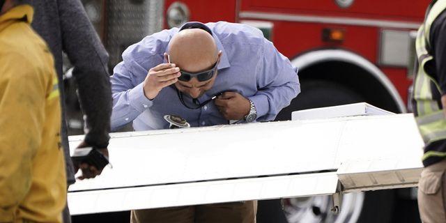 Illustrationsbild, FAA-inspektör granskar bensintank. TT.