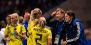 Peter Gerhardsson pratar med sina spelare. SIMON HASTEGÅRD / BILDBYRÅN