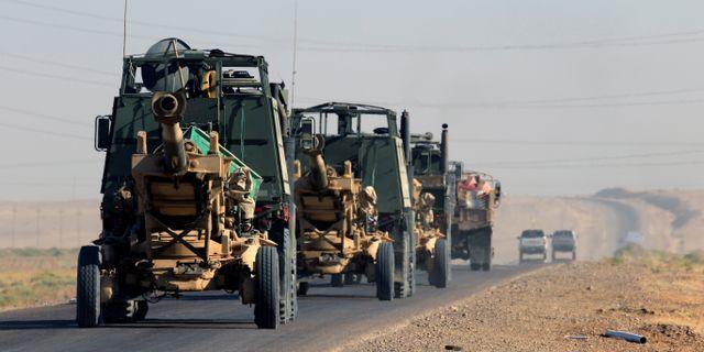Irakiska styrkor på en väg utanför staden Kirkuk.  ALAA AL-MARJANI / TT NYHETSBYRÅN